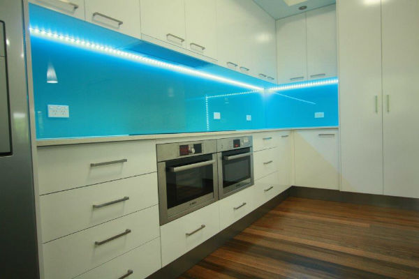 glass-kitchen-splashback